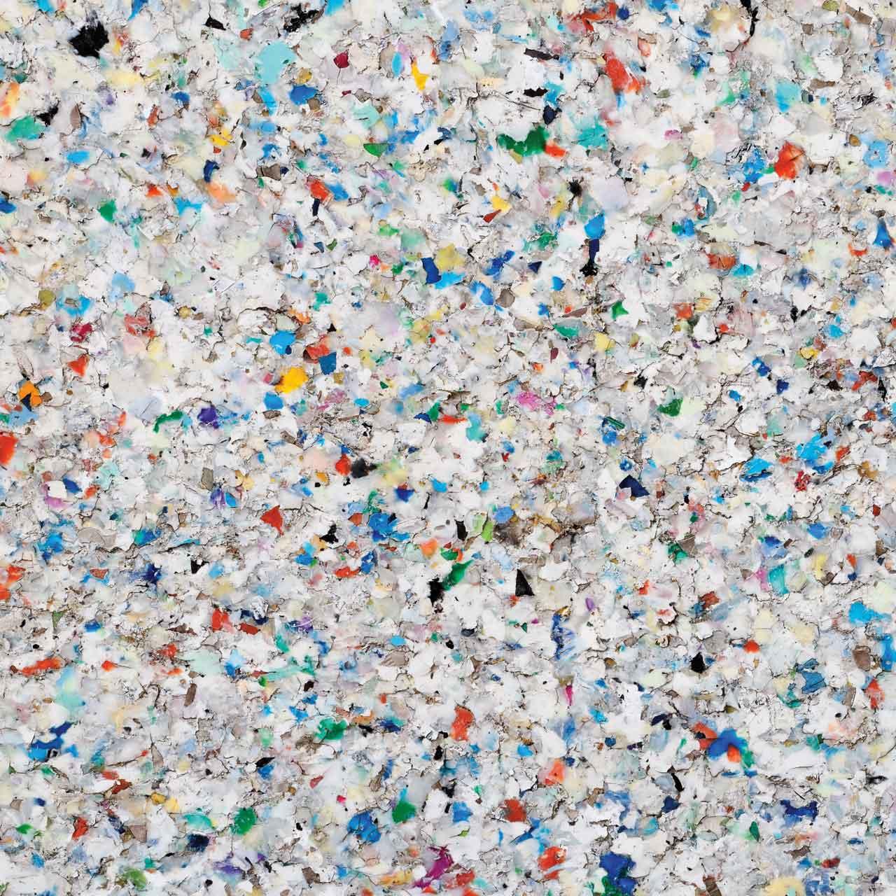 Espace Créatic - Étape intermédiaire lors de la transformation du plastique pour la fabrication des produits en matériau recyclé 100% recyclables