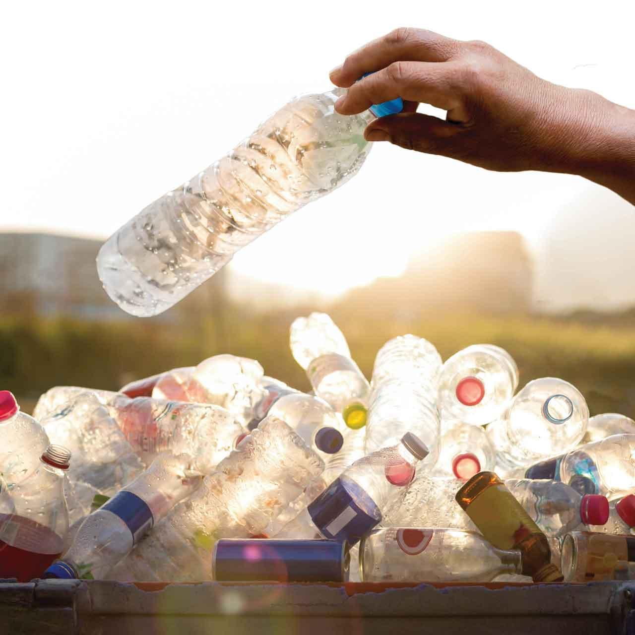 Espace Créatic - Récupération des bouteilles plastiques pour la fabrication des produits en matériau recyclé 100% recyclables