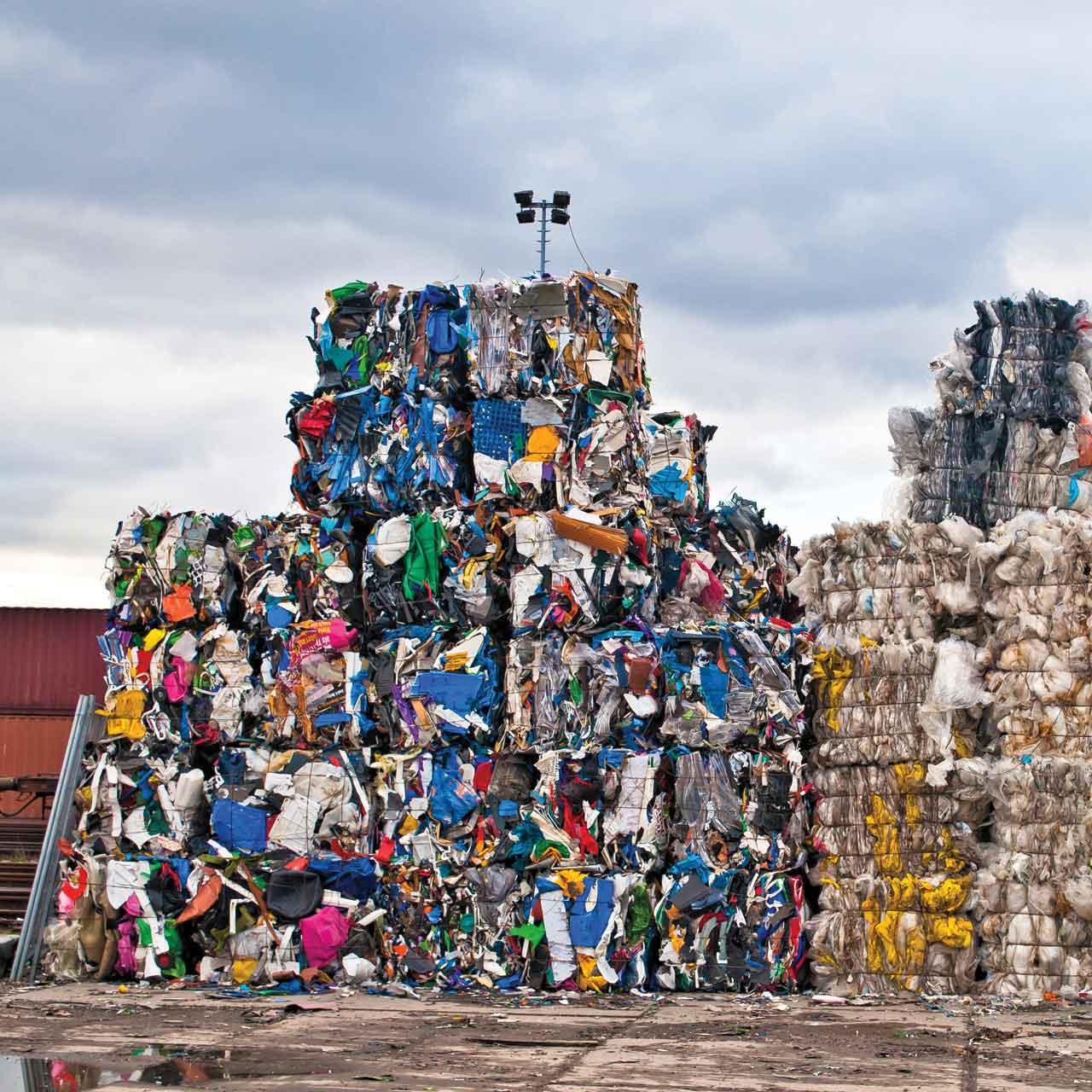 Espace Créatic - Récupération du plastique pour la fabrication des produits en matériau recyclé 100% recyclables