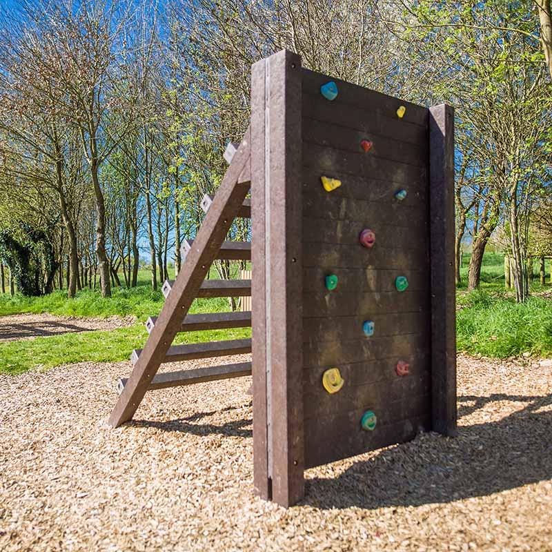 Espace Créatic - Parcours Sportifs - Mur d'Escalade Échelle en matériau recyclé 100% recyclable