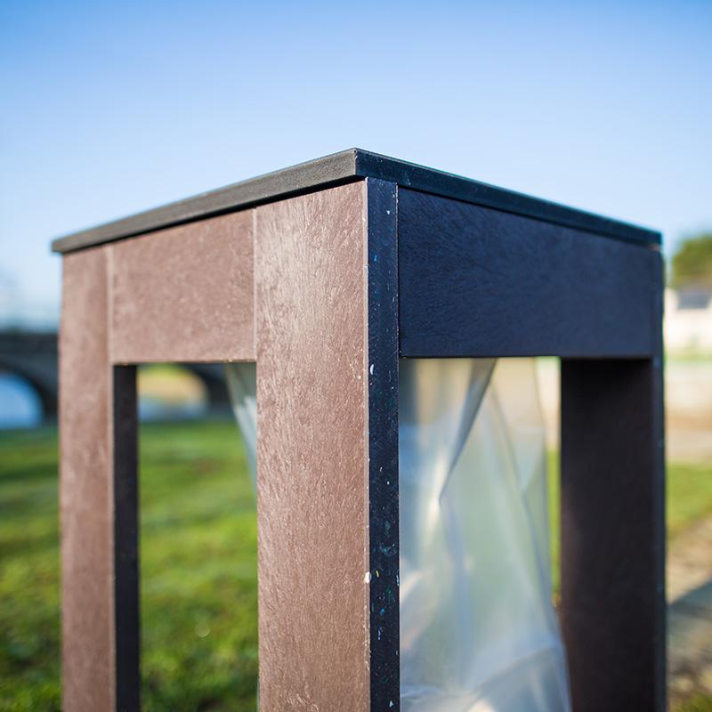 Espace Créatic - Mobilier Urbain - Poubelle VIGIPIRATE en matériau recyclé 100% recyclable