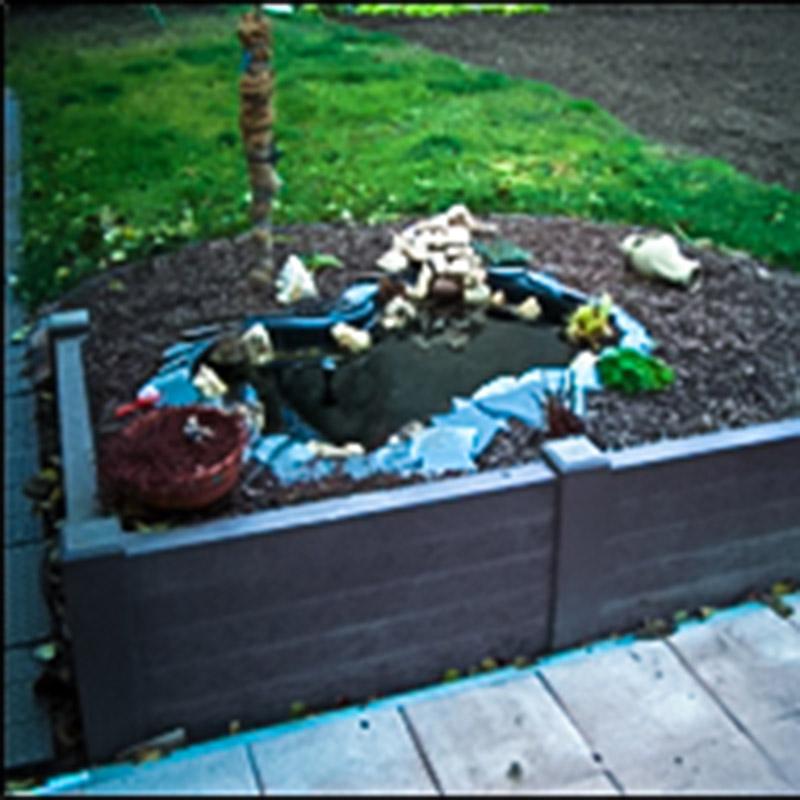 Espace Créatic - Espace Vert - Profilés Poteaux Carrés avec Pointe en matériau recyclé 100% recyclables
