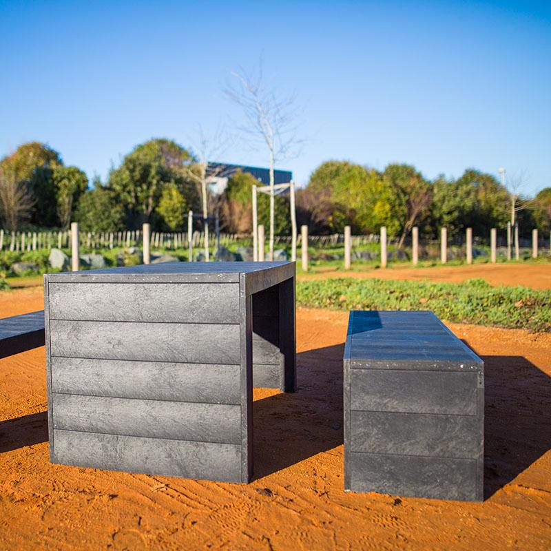 Espace Créatic - Mobilier Urbain - Table MILAN en matériau recyclé 100% recyclable